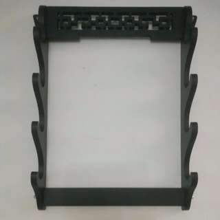 In Stock – MIS 0049 – Four Layer Premium Wall Mounted Wooden Sword Rack – 四层高档挂墙刀架