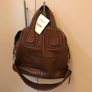 Givenchy regular lady size  - no Gucci Prada Louis Vuitton hermes chole givenchy Loewe Chanel Dior fendi