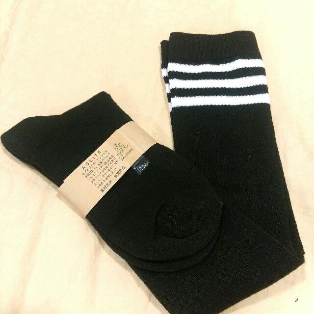 及膝白條紋黑長襪