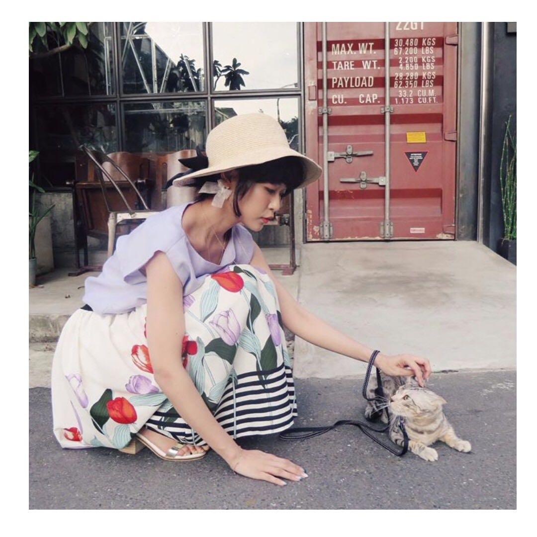 攝影師小貓著蝴蝶草帽