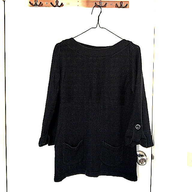 Bell-sleeved jumper with front pockets