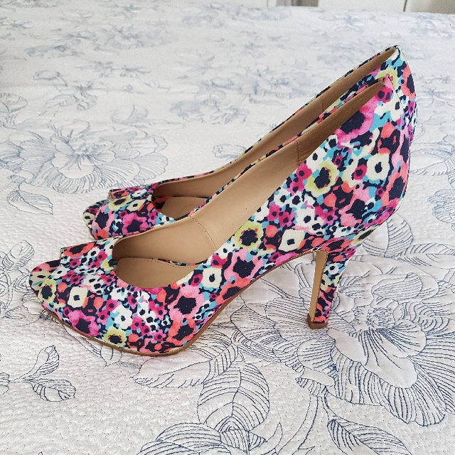 Betts Floral Shoes (glow in the dark) size 39