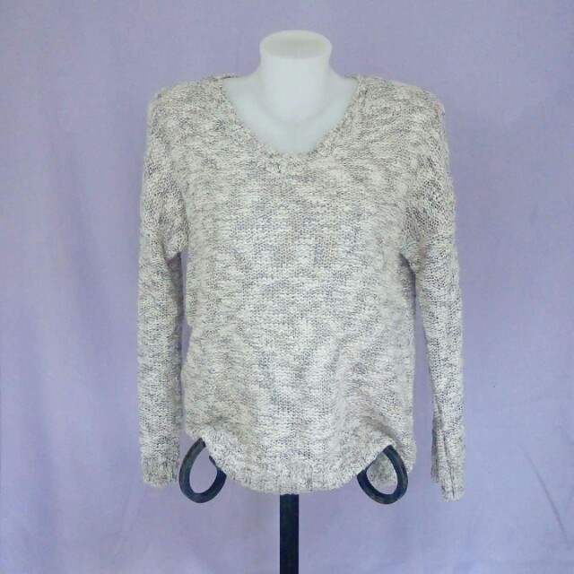 dirty white knitted pullover