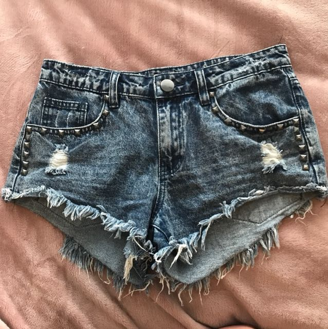 Frayed mid rise shorts
