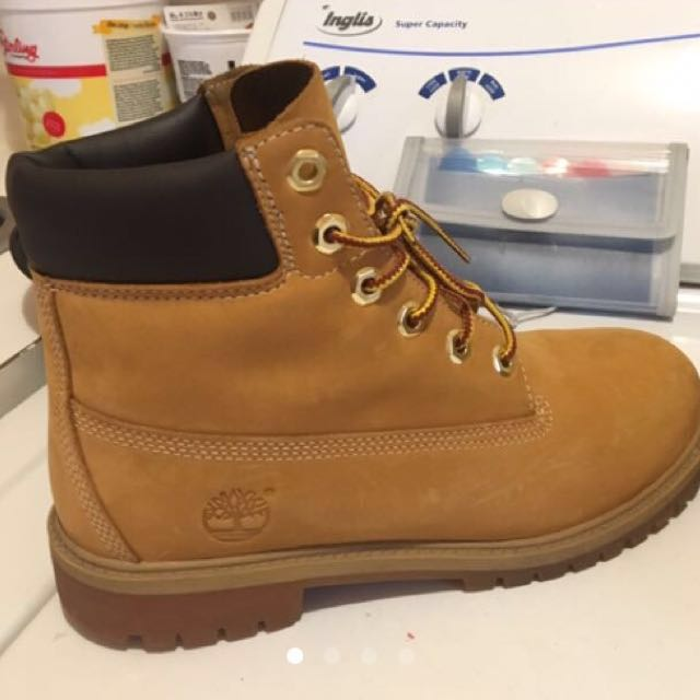Men's  6.5 Timberland Boots Like NEW