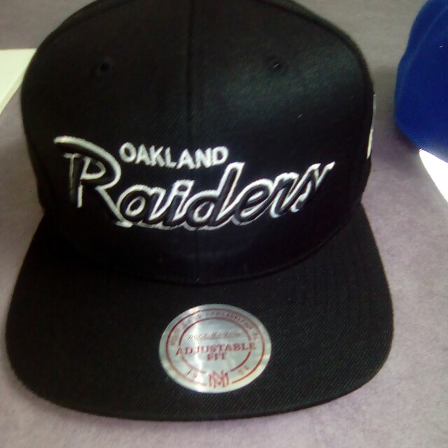 Mitchell and ness hat (authentic)