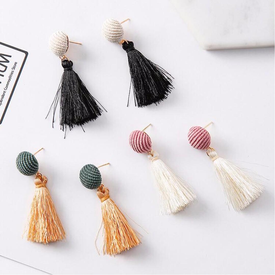 🎀韓國燈芯絨圓形流蘇耳針🎀P1008403
