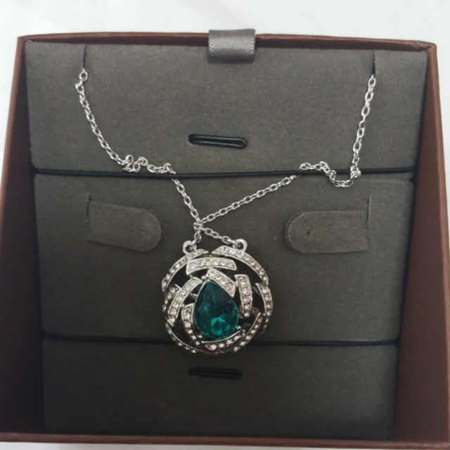 Viennois silver necklace with blue stud