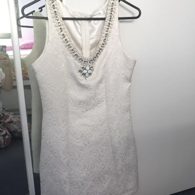 White embroidered lace dress size S