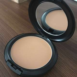 NC42 Mac Studio Fix Powder plus