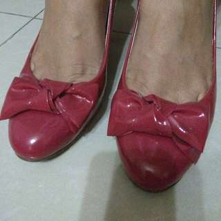 GUESS ORIGINAL Pink Ribbon Heels