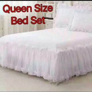 Queen Size Lace Bedsheet With 2 Pillow Cases