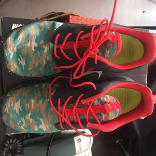 Nike roshe ( used once) in size 8