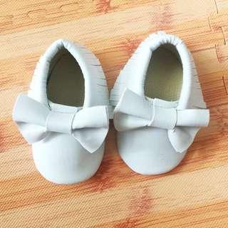 Ribbon baby shoes