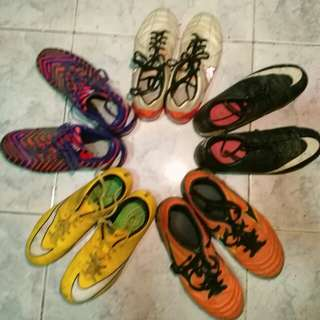 Football/soccer shoes/spikes/cleats