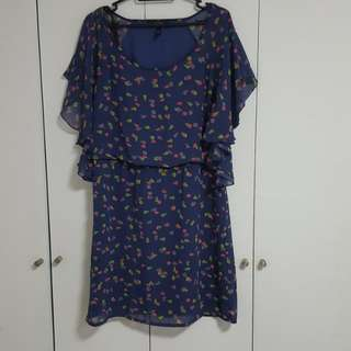 JESSICA SIMPSON FLORAL DRESS WITH GATHERED WAIST. SIZE SMALL BUT CAN FIT UP M/LARGE