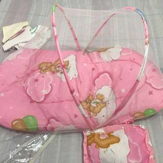 Foldable baby's bed