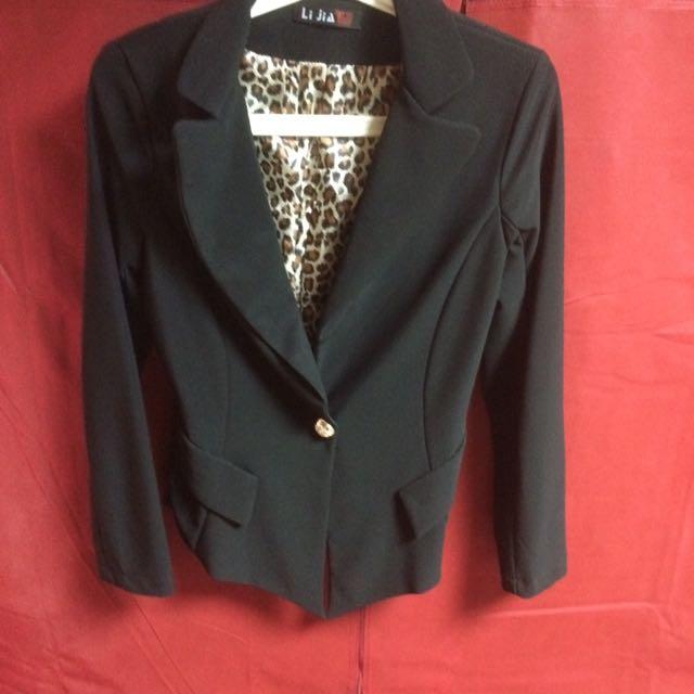 黑色合身收腰西裝外套