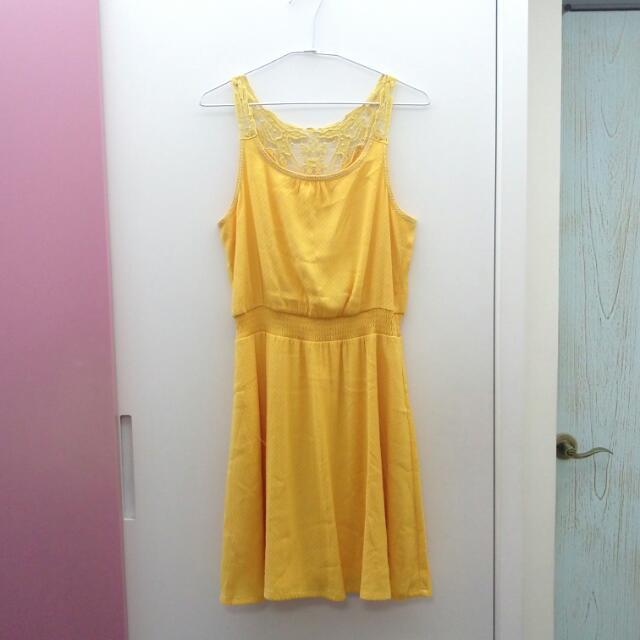 鵝黃色背面蕾絲短洋裝