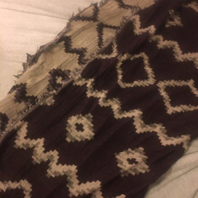 Aritzia maroon scarf
