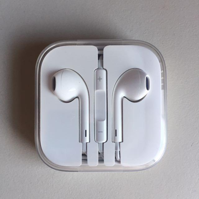 Brand New Genuine Apple EarPods
