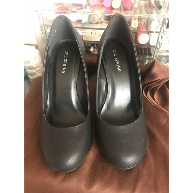 Call it Spring black wedge