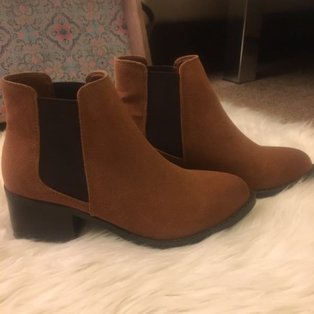 Chelsea boots size 6