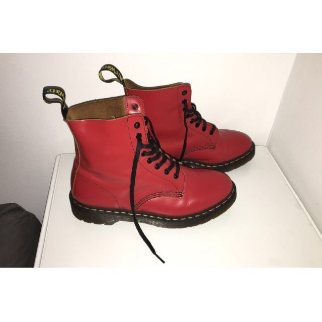 Doc Martens Pascal Red Vintage Smooth 8-eye