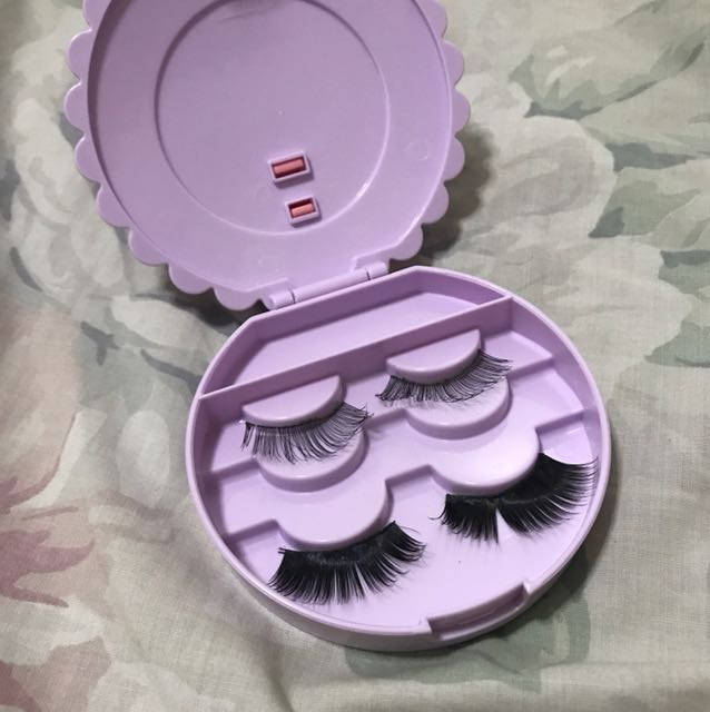 Falsies Container w/ Free Flasies