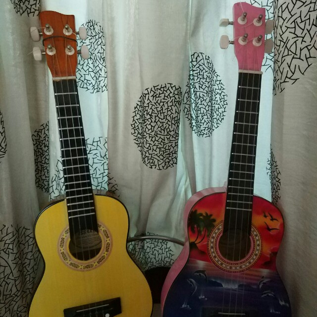 Gitar mini utk mainan anak2(sisa yg bergambar)