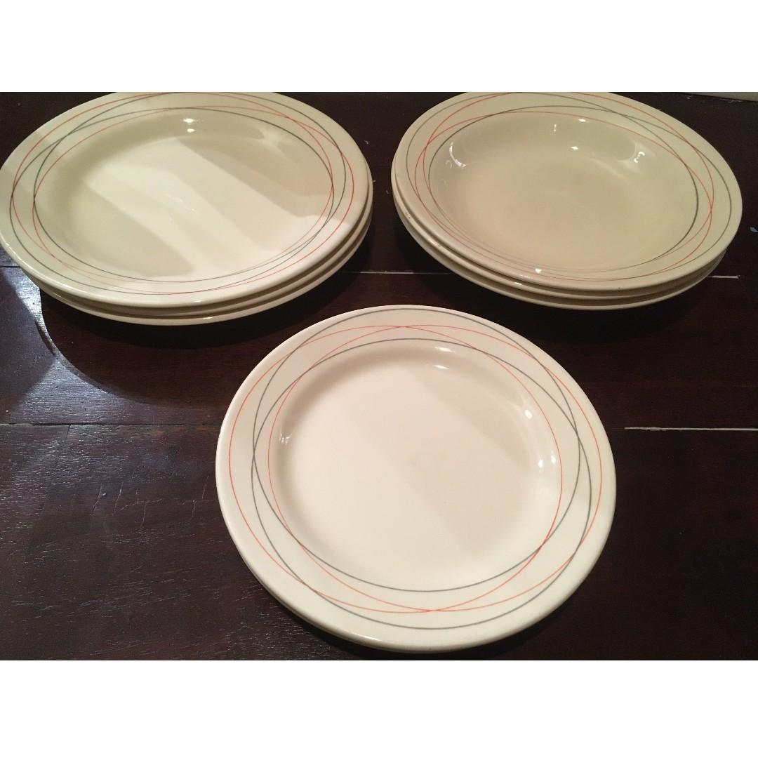 Matching dish wares set