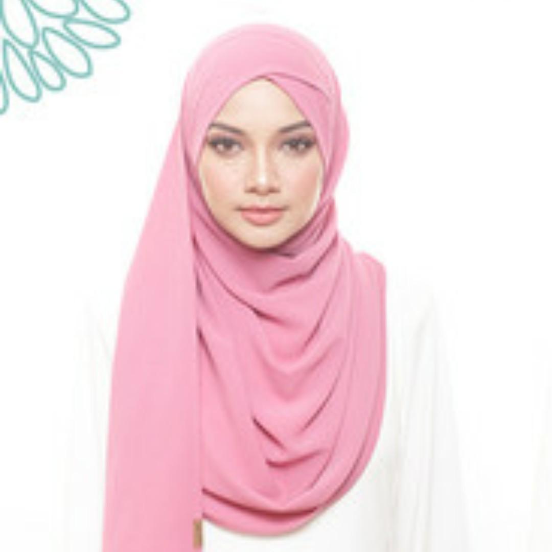 Naelofar timeless beauty shawl