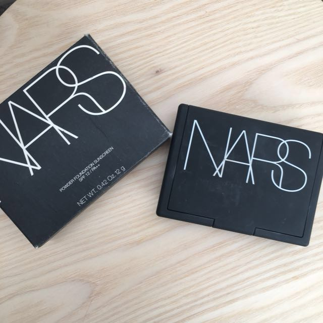 NARS Pressed Powder Foundation in Light Deauville