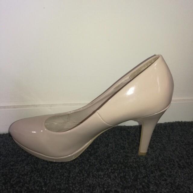 Nude shiny heels