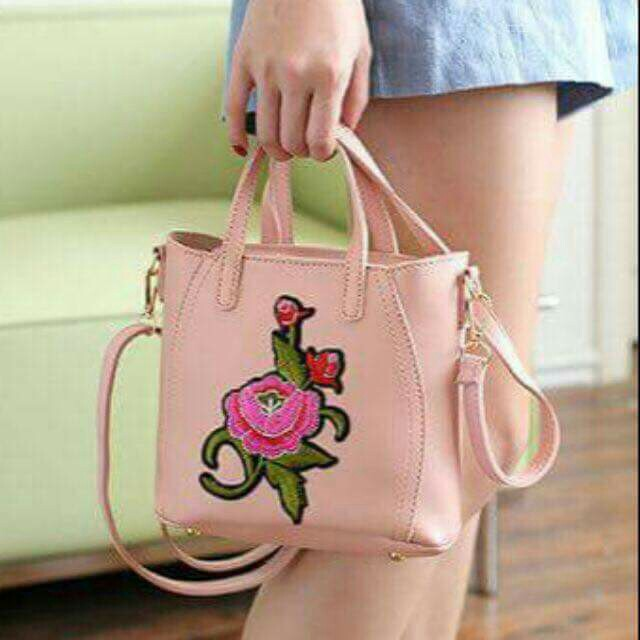 Sling bag with flower