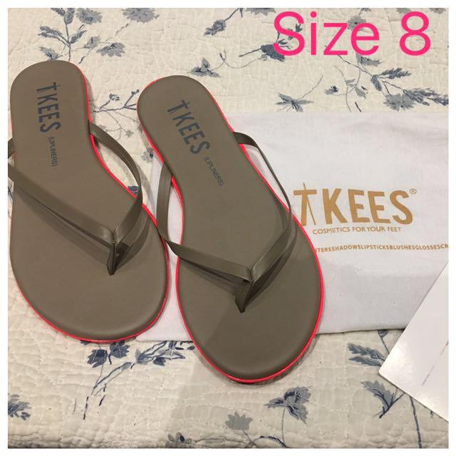Tkees Size 8 Flip Flops