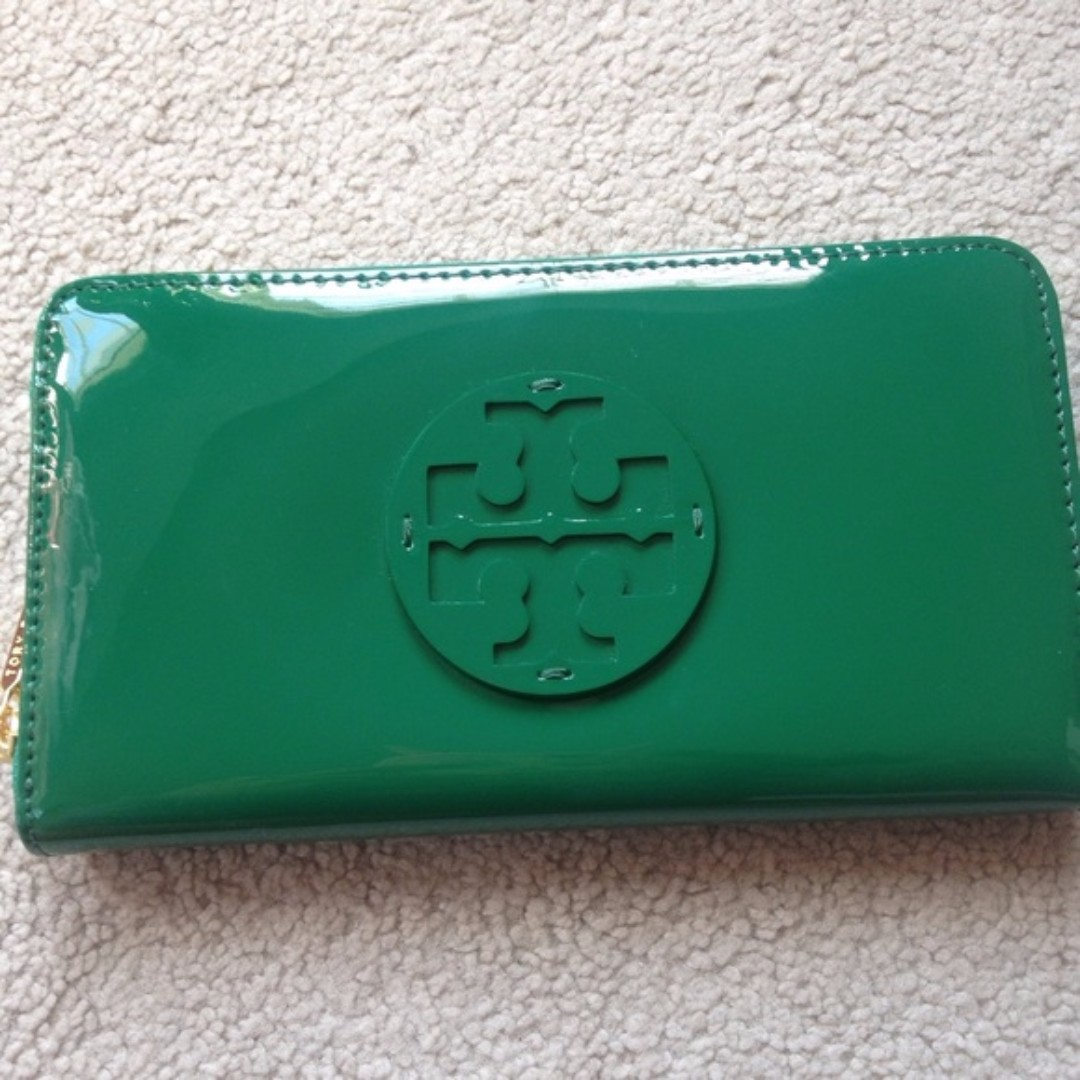 ce5c8d514 Tory Burch Patent Leather Continental Wallet (GREEN)