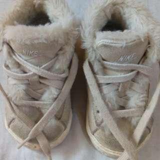 Nike hi cut snow boots 9-12mos