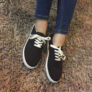 black and white lace up canvass shoes