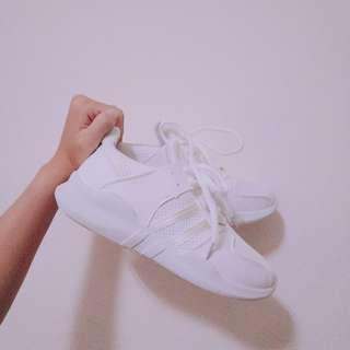 運動型白鞋