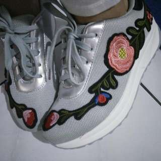 Sepatu Import Abu Abu