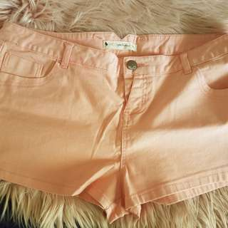 Target Hot Options Shorts sz 18 in Peach