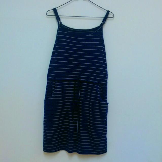 深藍色裙子
