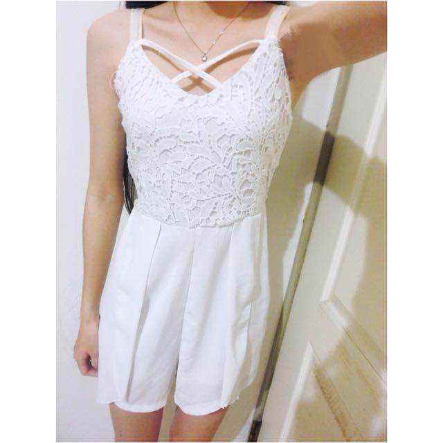 白色細肩帶蕾絲鏤空雕花交叉雪紡鬆緊連身褲/無袖洋裝(可調式)
