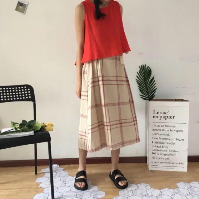 橘紅無袖背心+格紋高腰A字半身裙
