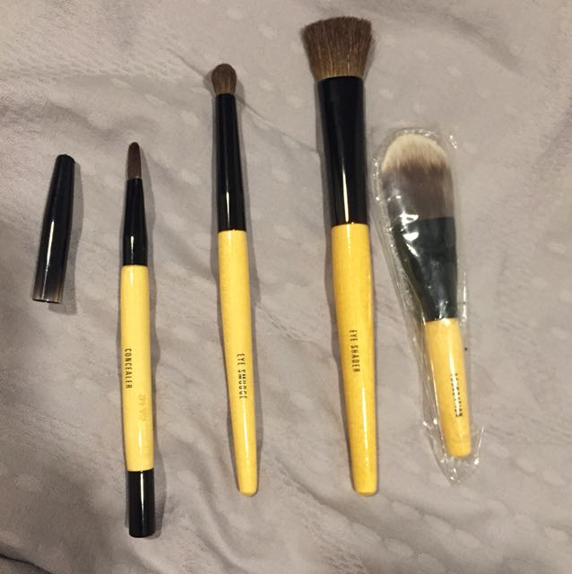 Bobbi brown makeup brush