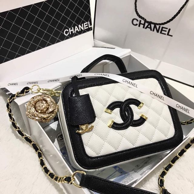8e1494e8aae Chanel Sling Bag, Women's Fashion, Bags & Wallets on Carousell