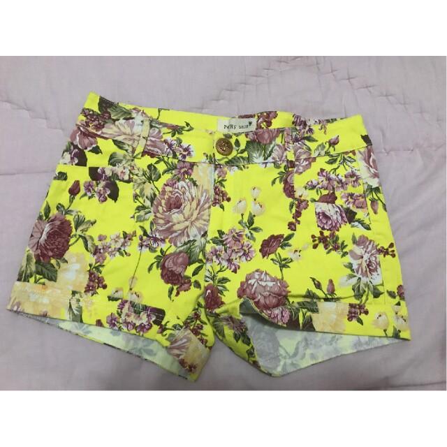 Hotpants yellow flower