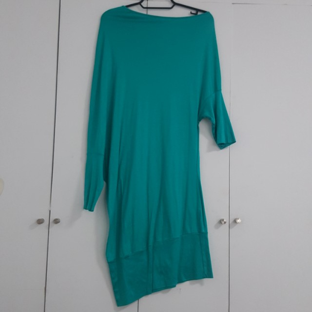 K & COMPANY GREEN ASSYMETRICAL OFF SHOULDER ONE PIECE DRESS. SMALL /MEDIUM