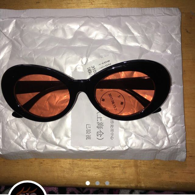 Kurt Cobain black and red glasses